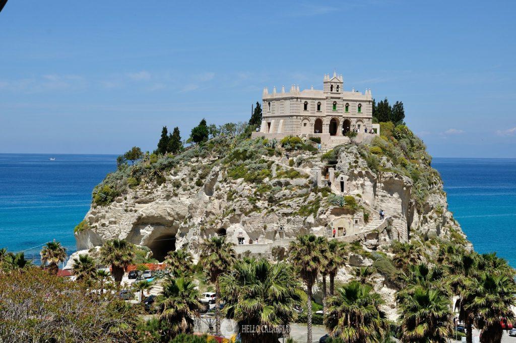 Il Santuario di Santa Maria dell'Isola a Tropea