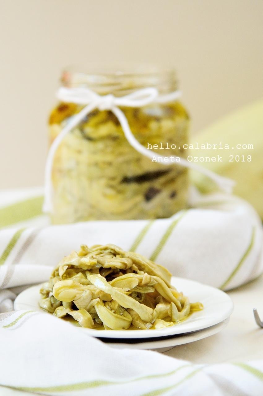 Cukinia w oliwie w słoiku